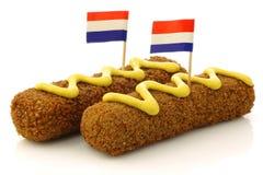 Due spuntini olandesi hanno chiamato il kroket con senape fotografie stock libere da diritti