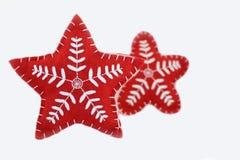 Due stelle fatte a mano ricamate rosso isolate su fondo bianco Immagine Stock Libera da Diritti