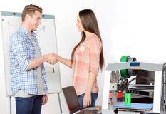 Due studenti che lavorano nel laboratorio Fotografie Stock
