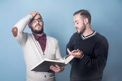 Due studenti sta imparando una lezione dura Immagine Stock