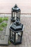 Due supporti di candela del metallo sulla via Immagini Stock Libere da Diritti