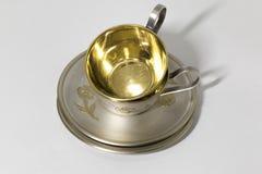 Due tazza metallica di caffè e del piattino in pila Fotografia Stock Libera da Diritti