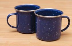 Due tazze dello smalto Fotografie Stock