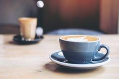 Due tazze di caffè caldo Immagini Stock