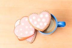 Due tazze di caffè e biscotti del cuore Fotografia Stock Libera da Diritti