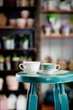 Due tazze di caffè pieno di vapore Immagini Stock Libere da Diritti