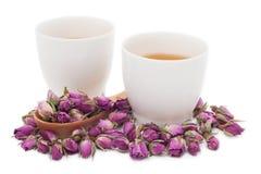 Due tazze di tè rosa su fondo bianco Fotografie Stock Libere da Diritti