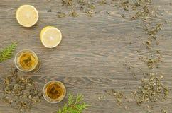 Due tazze di tè verde con il limone Fotografia Stock Libera da Diritti
