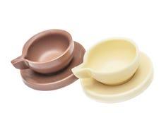 Due tazze e piattini di caffè fatti di cioccolato Immagine Stock