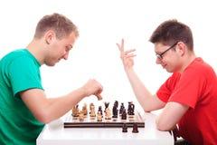 Due tipi che giocano scacchi Fotografia Stock Libera da Diritti