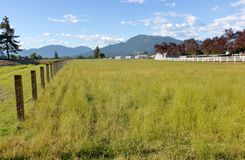 Due tipi di recinzioni rurali fotografia stock libera da diritti