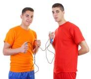Due tiranti con una corda di salto immagini stock