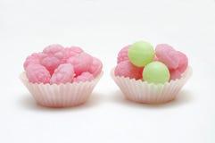 Due torte della tazza della caramella. fotografia stock