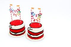 Due torte di compleanno rosse con le insegne Fotografia Stock Libera da Diritti