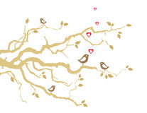 Due uccelli di amore sui rami di albero dorati Immagine Stock Libera da Diritti