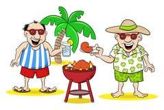 Due uomini che hanno barbecue nell'estate Fotografie Stock Libere da Diritti