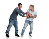 Due uomini con gioco del calcio Fotografie Stock Libere da Diritti