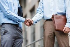 Due uomini d'affari che agitano le mani Immagine Stock Libera da Diritti