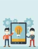 Due uomini d'affari che tengono la grande compressa dello schermo Fotografie Stock