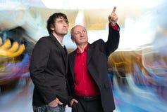 Due uomini d'affari nel centro di affari Fotografie Stock