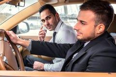 Due uomini di affari nell'automobile Immagini Stock Libere da Diritti