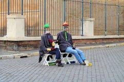 Due uomini di seduta Fotografie Stock