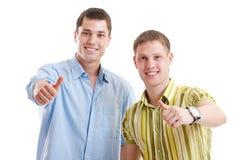 Due uomini di smiley che mostrano i pollici in su Fotografie Stock Libere da Diritti