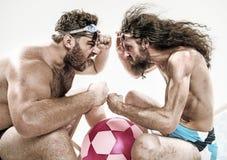 Due uomini divertenti sulla spiaggia Immagine Stock Libera da Diritti