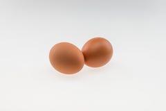 Due uova su priorità bassa bianca Immagine Stock Libera da Diritti
