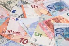 Due valute - dollaro americano e euro Immagini Stock