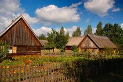 Due vecchi cottage polacchi sulla campagna polacca Fotografia Stock Libera da Diritti
