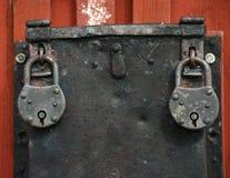 Due vecchi lucchetti del ferro Fotografie Stock