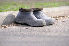 Due vecchi stivali di gomma immagini stock libere da diritti