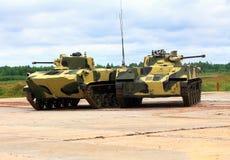 Due veicoli da combattimento dispersi nell'aria Fotografia Stock