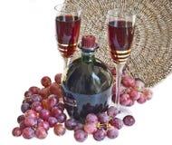 Due vetri con vino e l'uva rossa Fotografia Stock Libera da Diritti