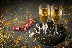 Due vetri del champagne nello scintillio dorato Immagine Stock Libera da Diritti