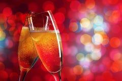 Due vetri del champagne sopra il fondo di natale Fotografia Stock