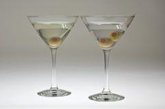 Due vetri del martini con le olive Fotografia Stock