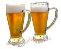 Due vetri di birra immagine stock