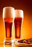 Due vetri di birra e di pizza Immagine Stock Libera da Diritti