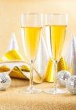 Due vetri di champagne con la maschera di carnevale Fotografia Stock