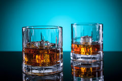 Due vetri di liquore fotografia stock
