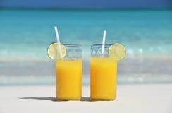 Due vetri di succo d'arancia Fotografie Stock Libere da Diritti