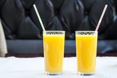 Due vetri di succo d'arancia Concetto sano della bevanda Fotografie Stock