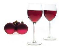 Due vetri di vino con la bevanda rossa Fotografia Stock