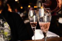 Due vetri di vino rosato Immagini Stock