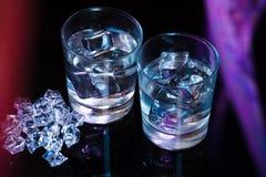 Due vetri di vodka con i cubetti di ghiaccio Immagine Stock Libera da Diritti