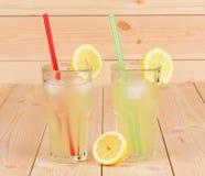 Due vetri pieni di limonata Immagini Stock Libere da Diritti