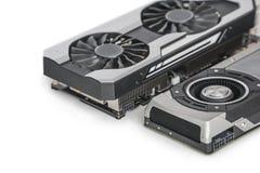 due video carte grafiche con GPU potente isolate su fondo bianco immagini stock libere da diritti