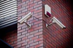 Due videocamere di sicurezza immagini stock